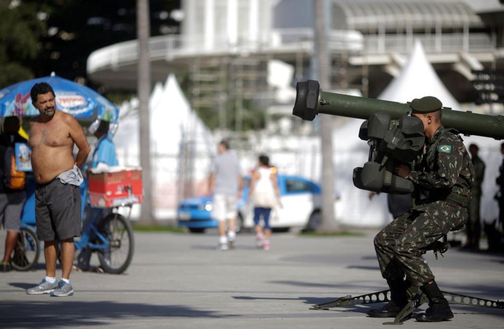 Рио-Де-Жанейро и 85.000 военных - фоторепортаж