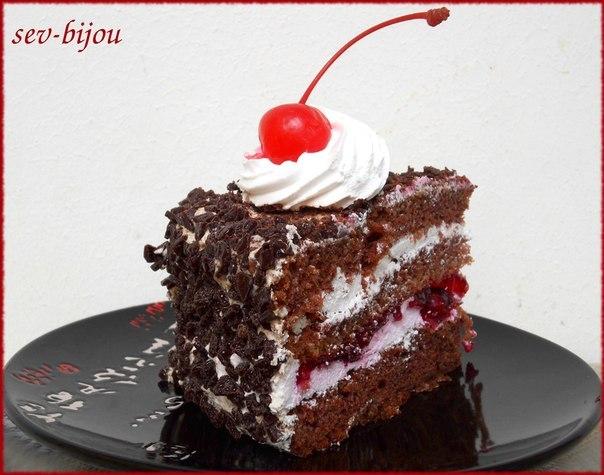 Торт с шоколадным бисквитом и вишней
