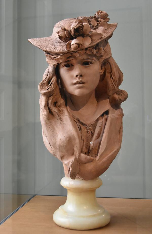 Девушка скульптор за работой переводчик для веб моделей