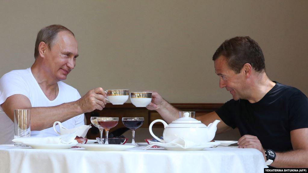 Два президента - Владимир Путин и Дмитрий Медведев