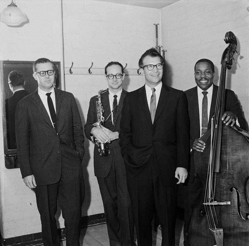 Классический квартет Брубека. Слева направо: барабанщик Джо Морелло, саксофонист Пол Дезмонд, Дэйв Брубек, контрабасист Юджин Райт. 1960 г.