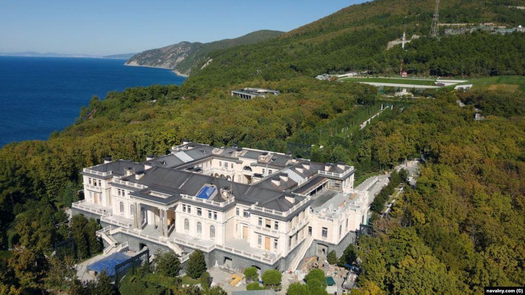 Дворец под Геленждиком, принадлежащий, по данным Фонда борьбы с коррупцией, президенту России Владимиру Путину