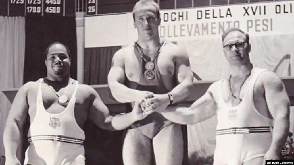 Юрий Власов на олимпийском пьедестале, Рим, 1960