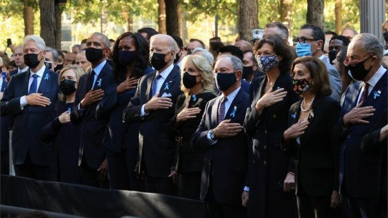 В церемонии приняли участие президент Джо Байден и его предшественники от Демократической партии - Билл Клинтон (слева) и Барак Обама (третий слева)