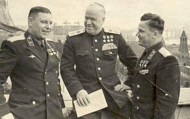 Три трижды Героя СССР Покрышкин Жуков Кожедуб Москва осень 1945