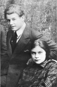 Есенин и Толстая