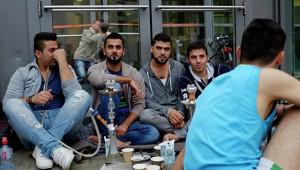 Беженцы курят