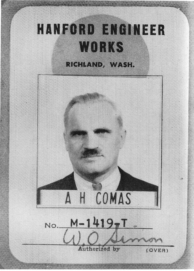 Идентификационный бейдж Артура Комптона, выданный на фамилию Комас