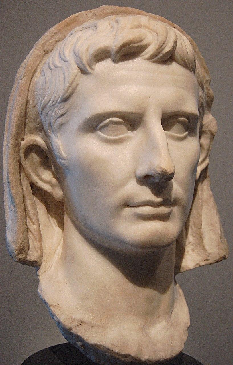 Бюст Октавиана Августа с покрытой головой