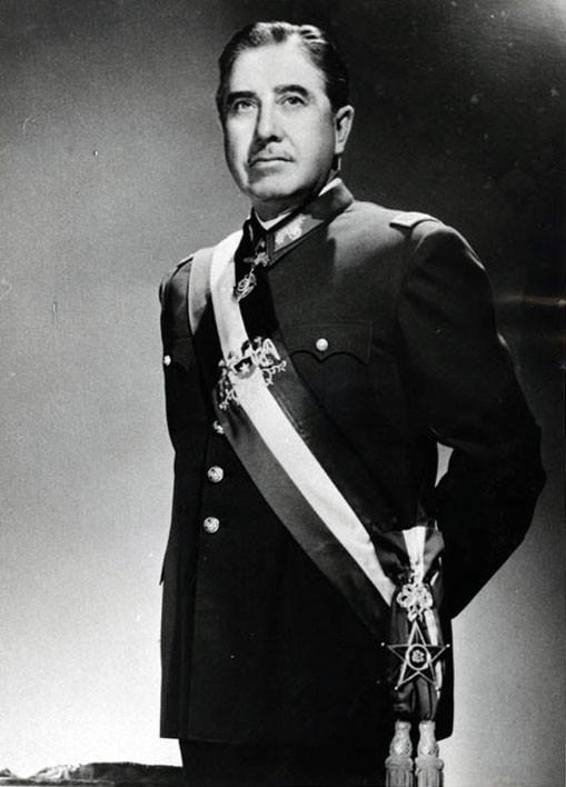 Augusto_Pinochet_foto_oficial