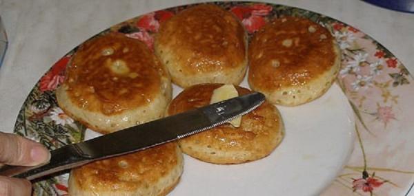 Оладьи на кефире пышные с кипятком рецепт пошагово