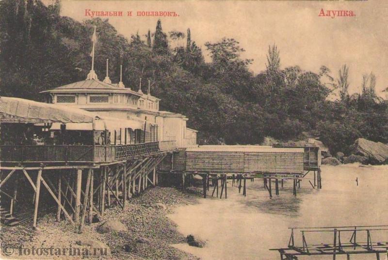 Купальни поплавок в Алупке.