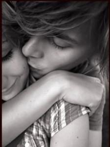 53335-romantic-kiss