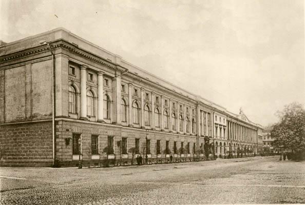 Корпус Е. С. Воротилова. Вид здания со стороны площади Островского. 1913