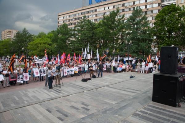 Сурков сброшен в бездну и летит в Ад! В Москве прошёл митинг против продажных СМИ.