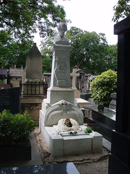 его могила в Париже