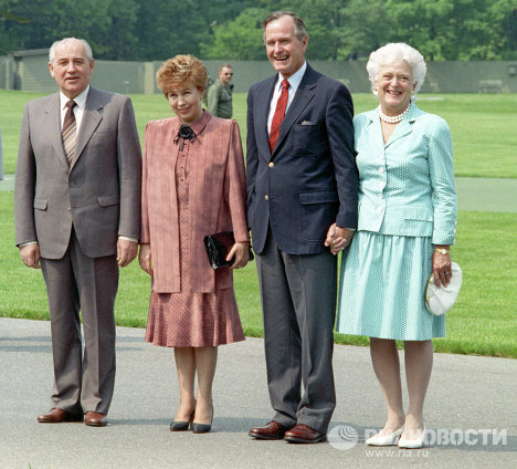 Горбачёв с супругой были завербованы ЦРУ ещё в 1966 - ::::