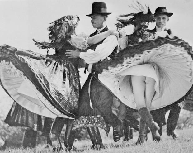 03 _ венгры танцуют чардаш 1938