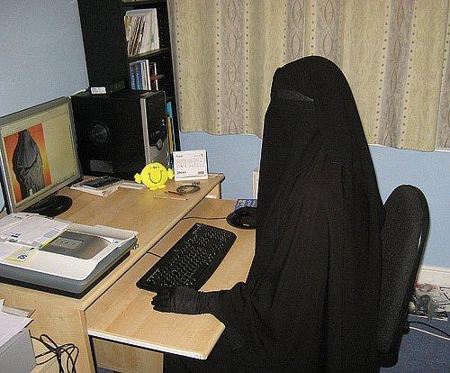 Отдалась в офисе арабу 7 фотография
