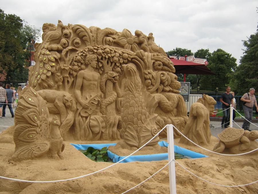 песочные изваяния на Манежке