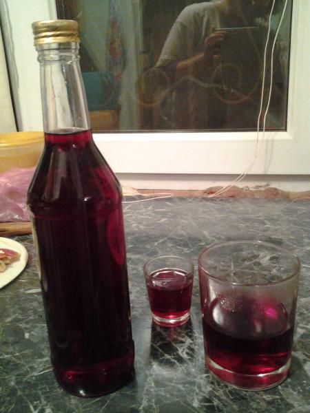 бутылка и стаканчики