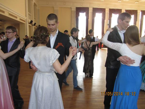 танцы 3 с ведущим в паре