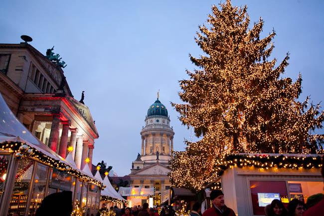 Weihnachtsmarkt. Berlin. Photographer Alina Kenzheeva