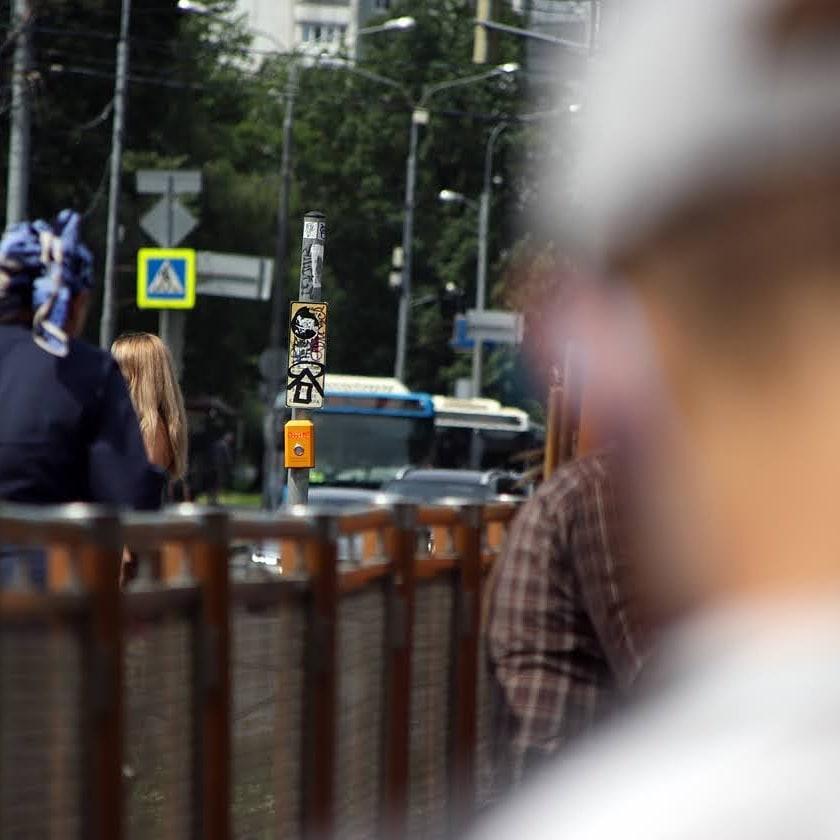 #город #люди #кнопка #столб #светофор #машины #люди #забор #красиво #city #people #button #pole #trafficlight #cars #people #fence #nice