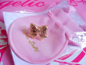 AP ribbon sparkling ring pouchette