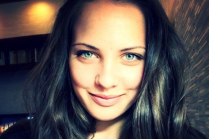 Довольна русская девушка