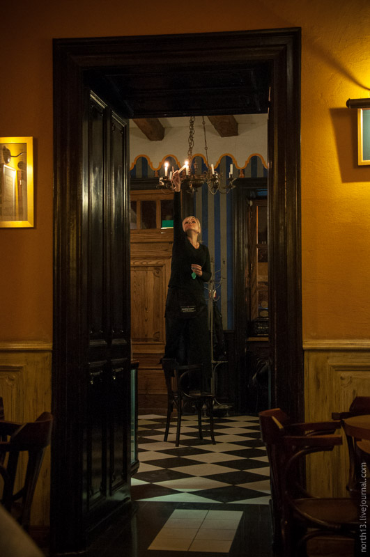 В львівській кав'ярні запалюють свічки
