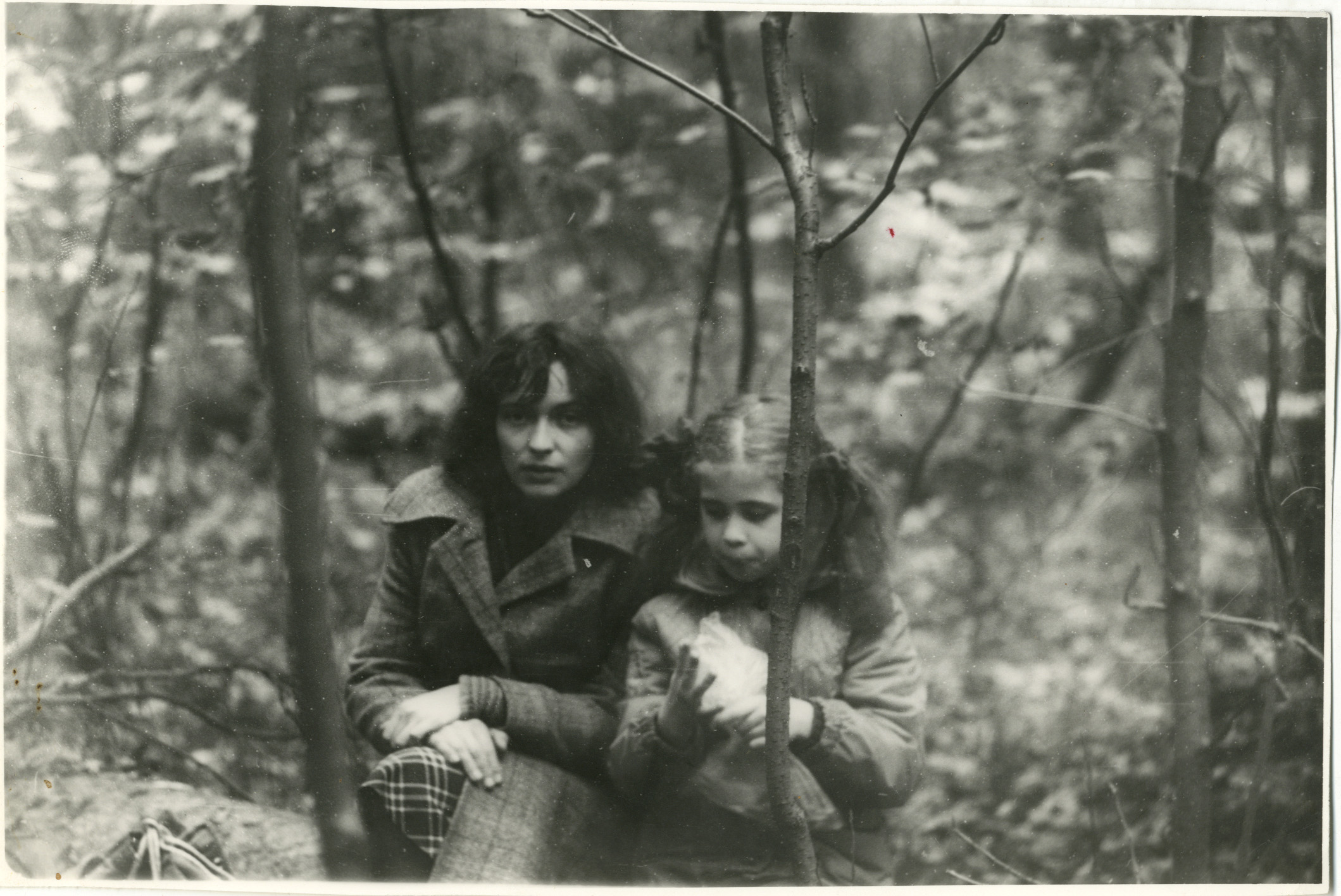 С мамой в лесу 11 фотография