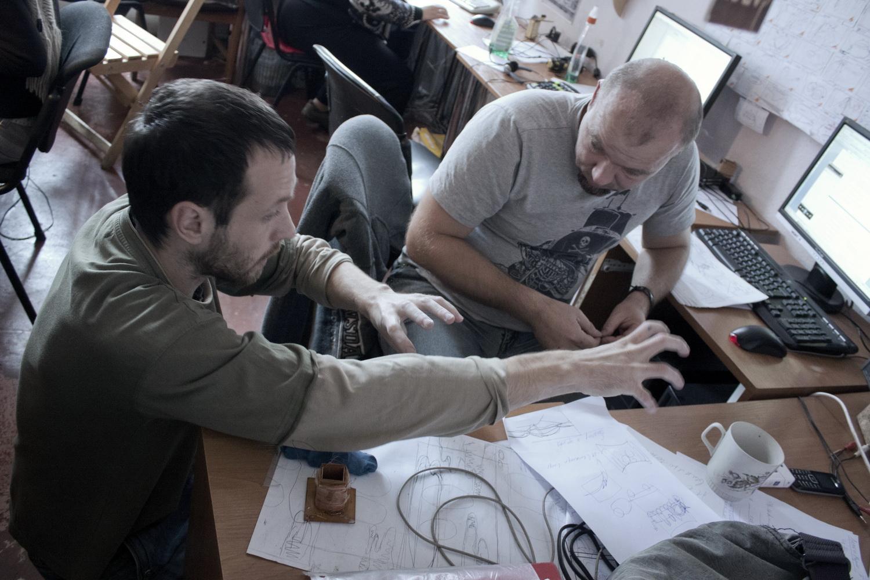 Сергей и Богдан режиссер и художник-постановщик решают творческие вопросы