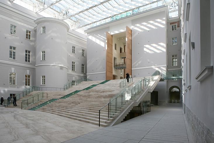 Внутренний дворик здания главного штаба