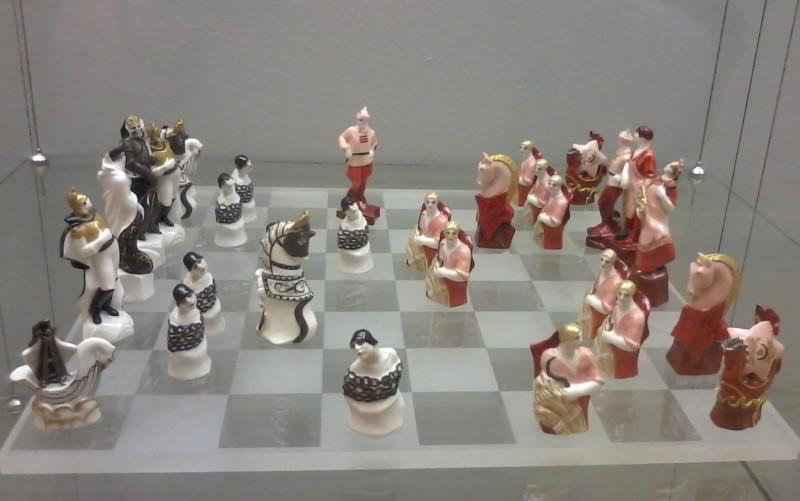 Данько Шахматы Красные и белые