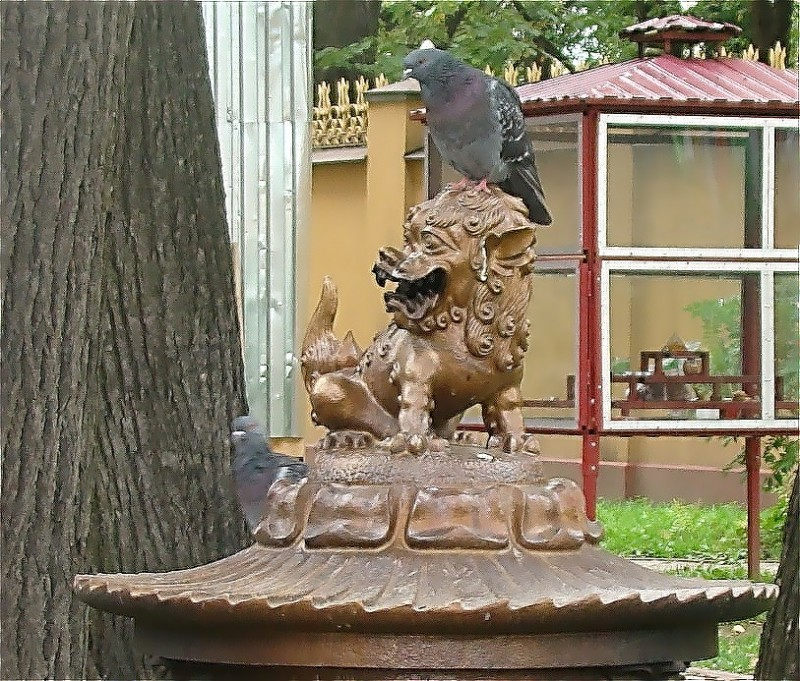 Лев на курительнице