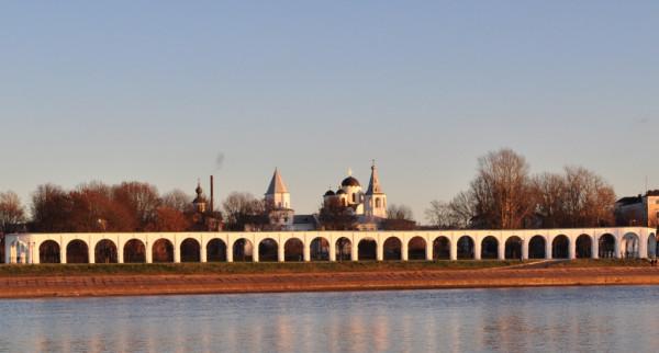 Ярославово дворище со стороны Новгородского Кремля