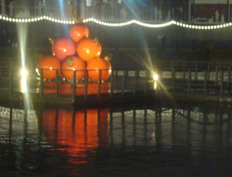 НГ шары в канале