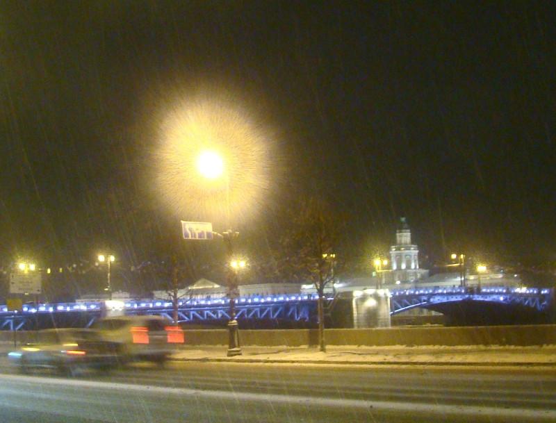 Дворцовый мост со стороны Эрмитажа