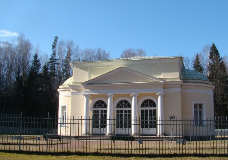 Павловский парк. Круглый павильон. Март 2015