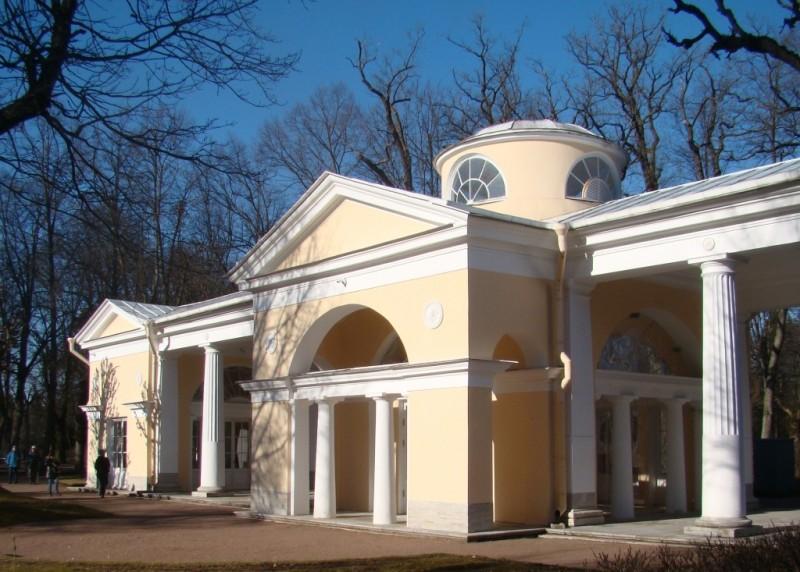Павловский парк. Павильон Вольер. Март 2020