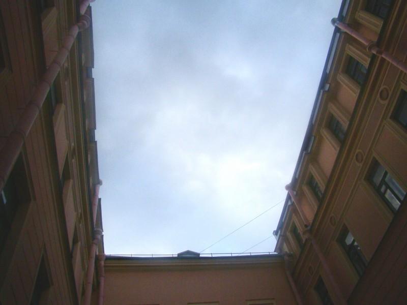 Небо над внутренним двориком особняка Румянцева