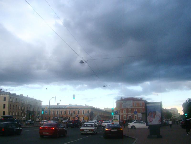 Небо над площадью Труда