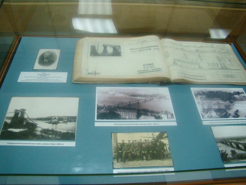 Старые фотографии цепного Николаевского моста через Днепр в Киеве и чертежи нового моста, построенного в 1925 году под руководством Е.О Патона.