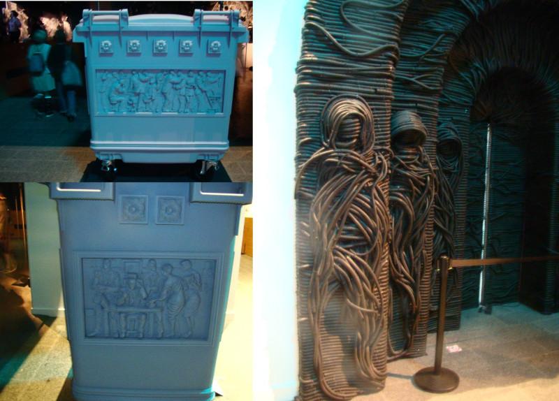 Двери в клуатр и саркофаги