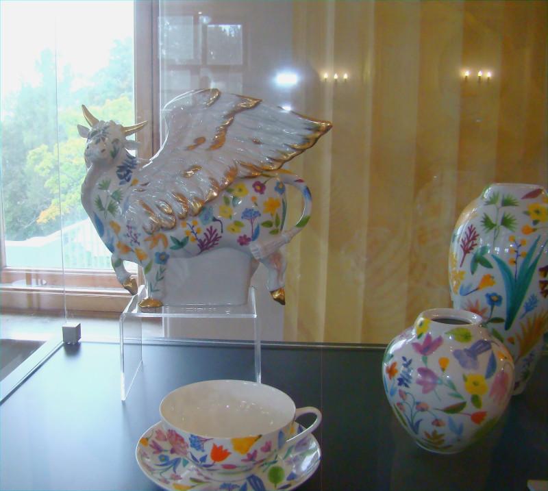 """Скульптура """"Крылатый бык""""  Автор росписи В.В .Бакастова"""
