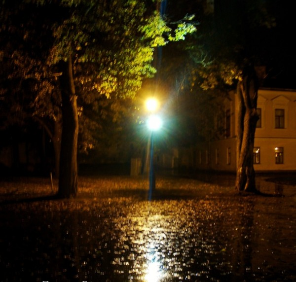 йФонарь под дождем