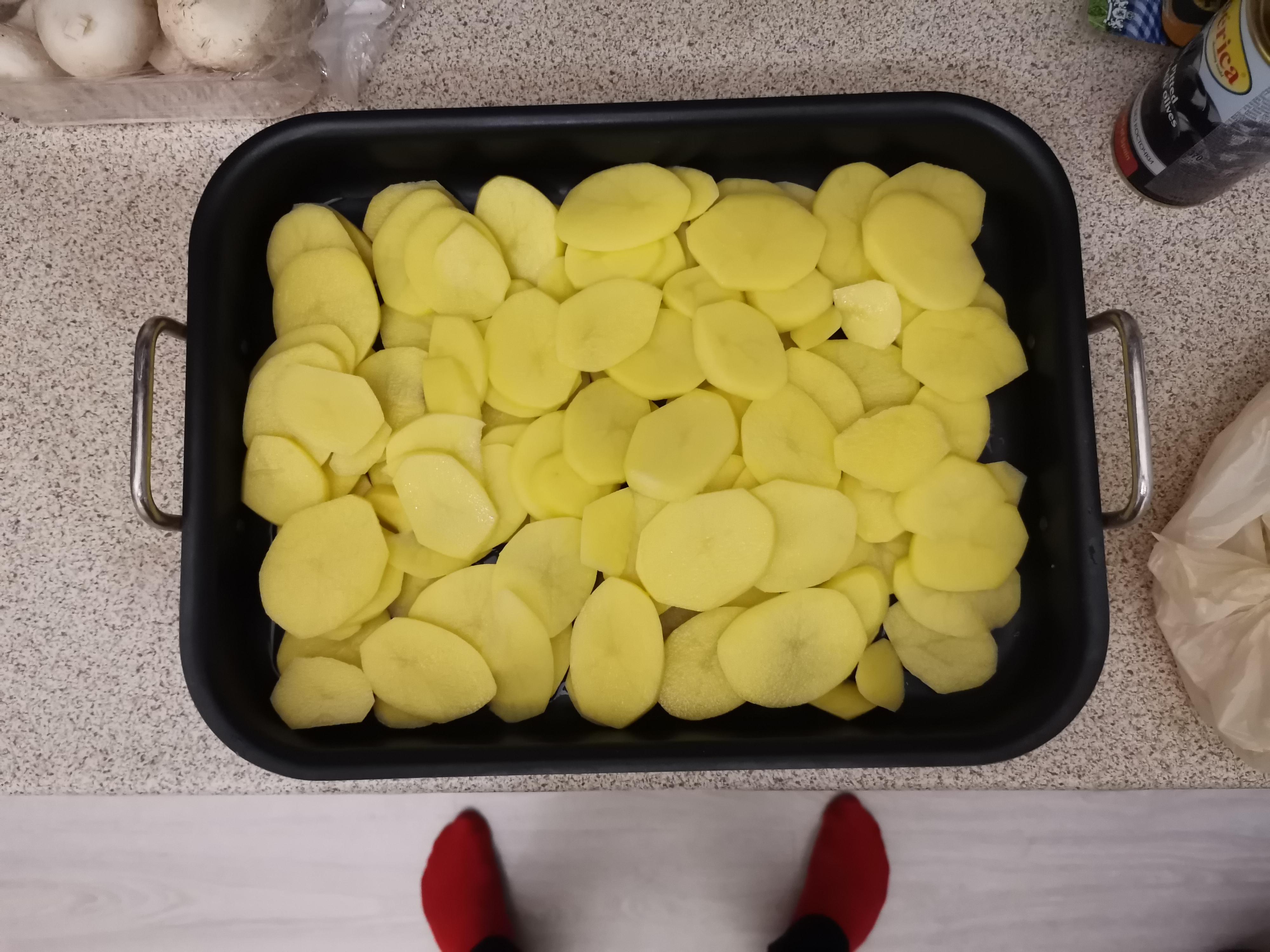В человеке всё должно быть прекрасно прекрасно,даже картофель по-московски с луком и грибами.Худеть нужно правильно, по-Новиковски.