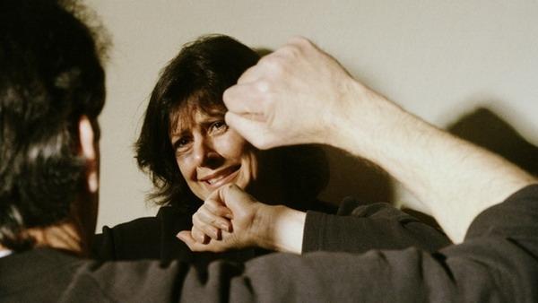 Как поступать, когда отец бьет мать?