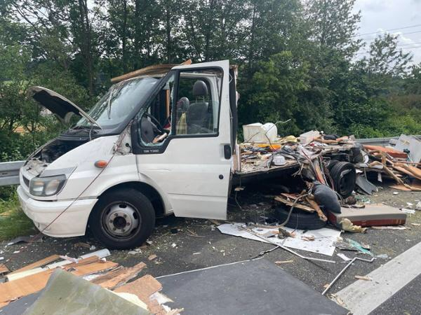 Nach dem Unfall auf der A66 nahe Hanau ist von dem Wohnmobil nicht mehr viel übrig.© 5vision